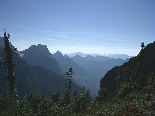 Looking out to the East over the Cascades on the way up to the summit of Vesper Peak